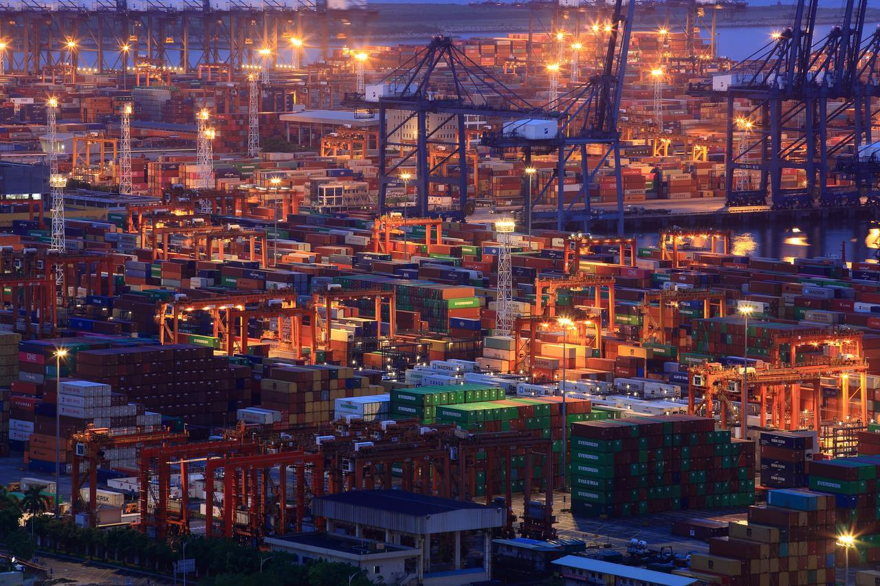 Pakistan seeks trade deals with Saudi, UAE, Oman: PM's aide