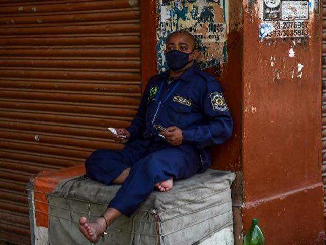 Sindh coronavirus lockdown: The unfamiliar sight of leaders, leading